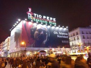 Marketing Viral. Anuncio de Narcos (Netflix) en la Plaza de Callao – Oh, blanca Navidad
